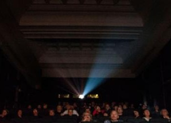 """AKADEMIA FILMOWA 50+ wykłady o historii kina dla Seniorów: """"Casablanca"""" i """"Absolwent"""""""